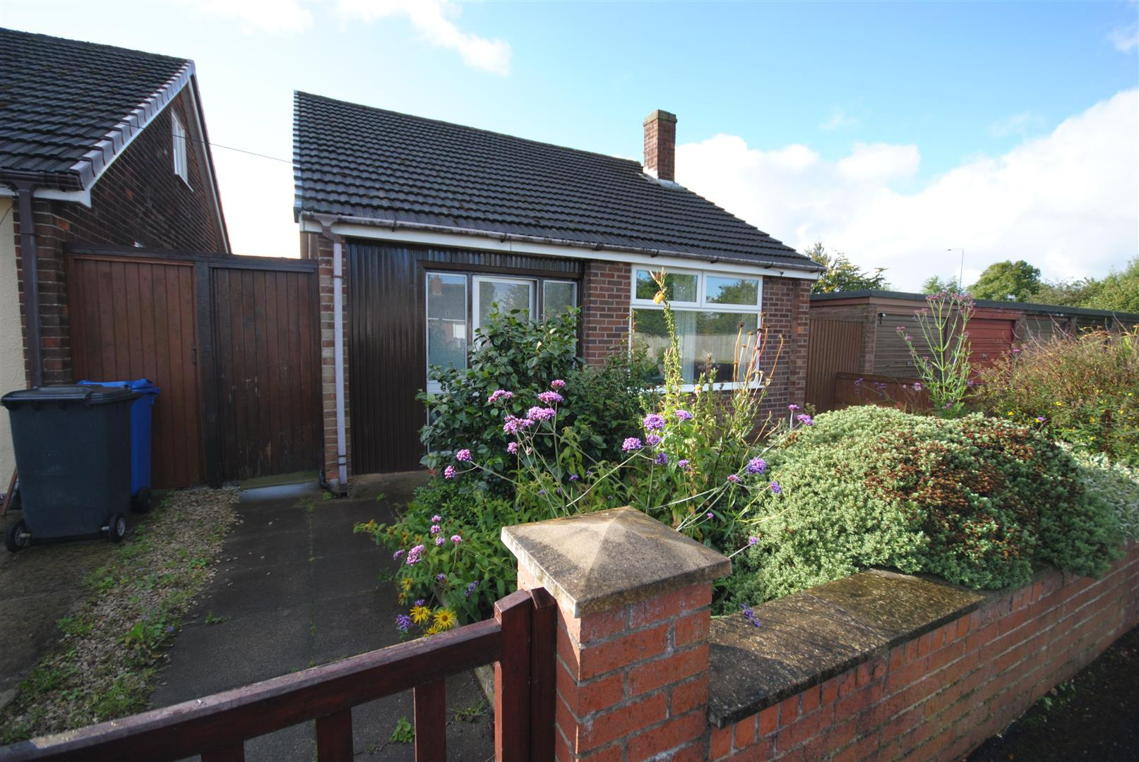 2 Bedrooms Detached Bungalow for sale in Miles Lane, Shevington, Wigan